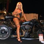 Scharfe Bikes und sexy Bräute